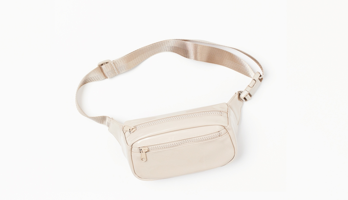 Most stylish belt waist bag for dog treats / H&M waist bag / Affordable dog accessories under £10 / Luxury dog products reviews / Perfect cocker spaniel dog blog (C) Expert tips and lifestyle stories about English cocker spaniels, grooming, health, puppy tips, diet and training (C) Natalia Ashton
